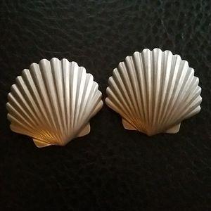 VTG clip on seashell earrings